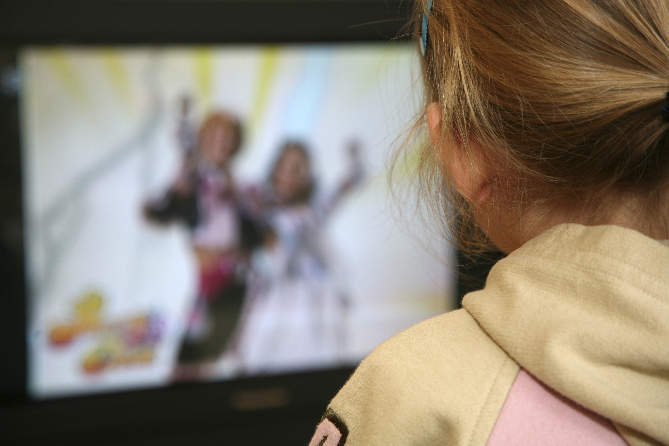 the negative effects of television on the young children Free essay reviews it is found that watching television for young children has both its advantages and television also can bring harmful effects to children.