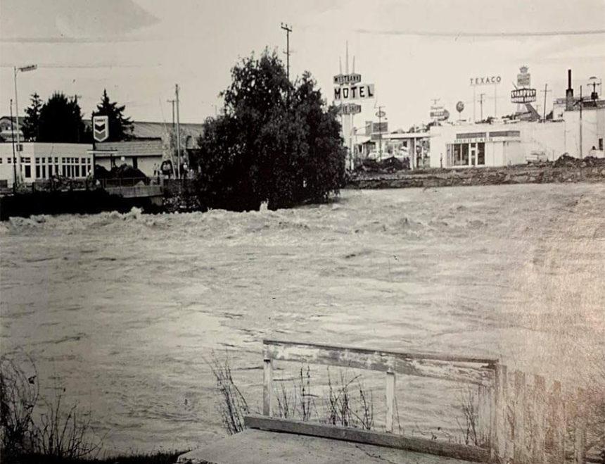Floodwaters rise after Teton Dam burst